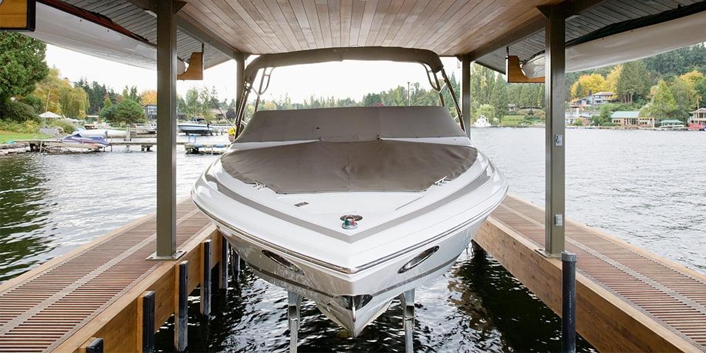 Båt på land - kjøp båt brukt eller ny, men husk kjøpskontrakt